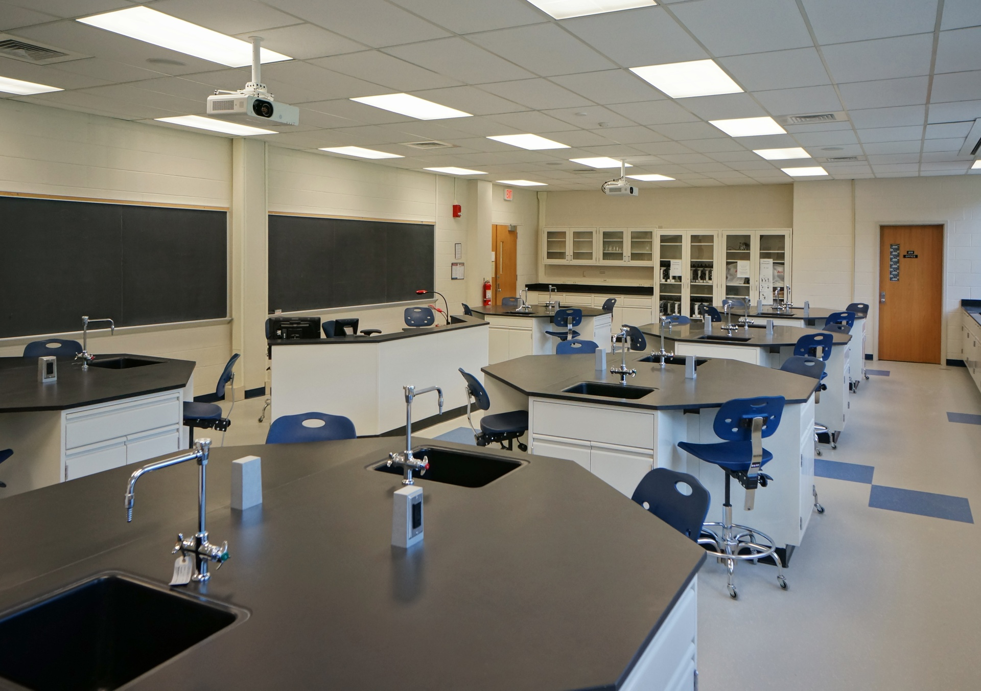 Science and Technology Building Laboratories